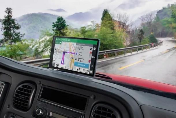 Meilleur GPS poids lourds : comparatif et classement des GPS camion