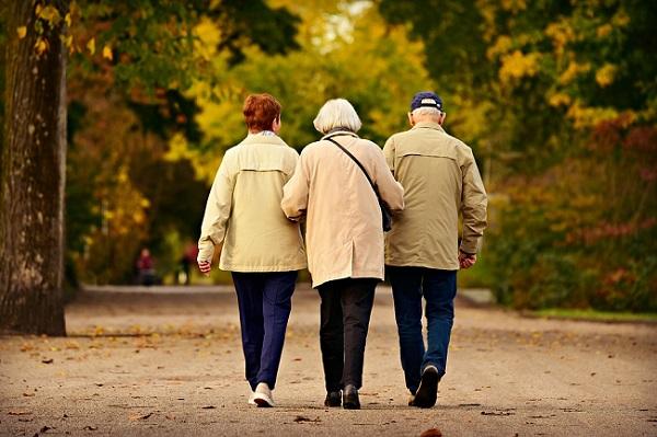 Traceur GPS senior : quel GPS pour personne âgée choisir ?